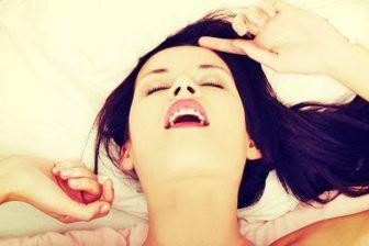 Учёные выяснили, почему люди во время интима стонут