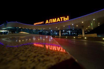 В аэропорту Алматы пассажиры хотели сдать в багаж человека