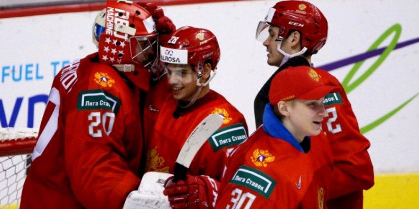 Молодежная сборная России по хоккею «дала по носу» канадцам, выиграв 2:1