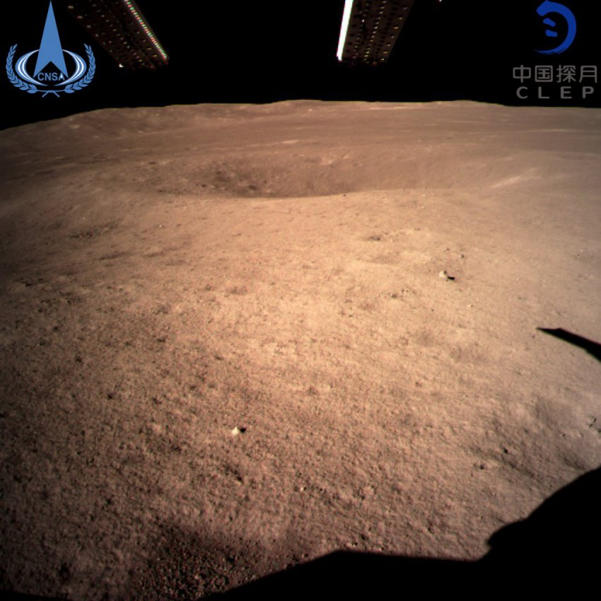 Китайский зонд показал первые снимки обратной стороны Луны. И она тоже коричневая