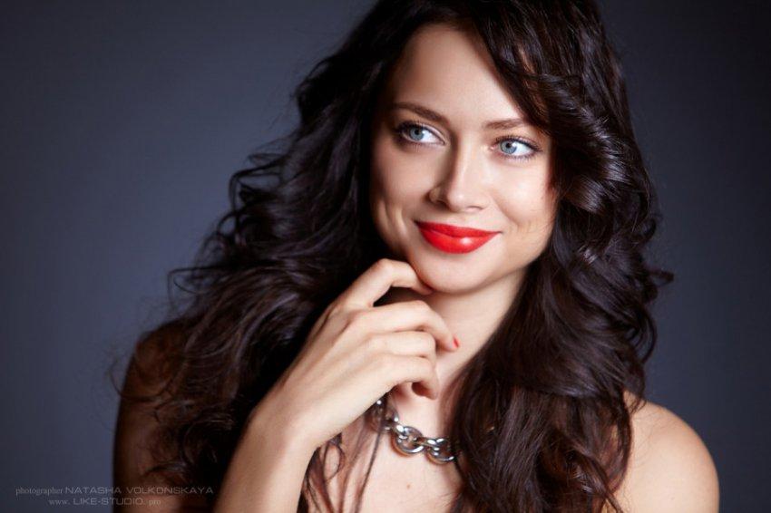 Настасья Самбурская показала фото без макияжа