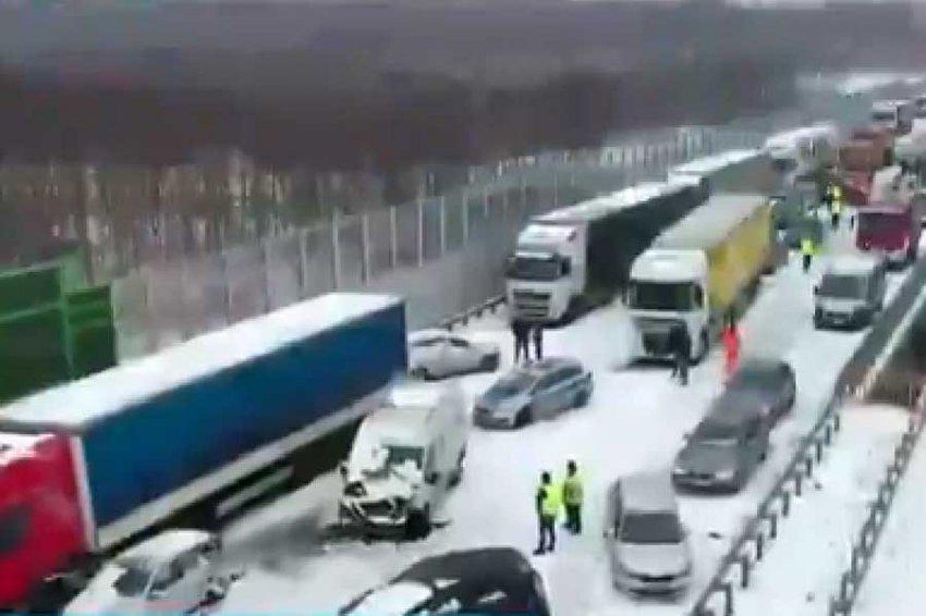 В Польше в массовом ДТП столкнулись 17 автомобилей