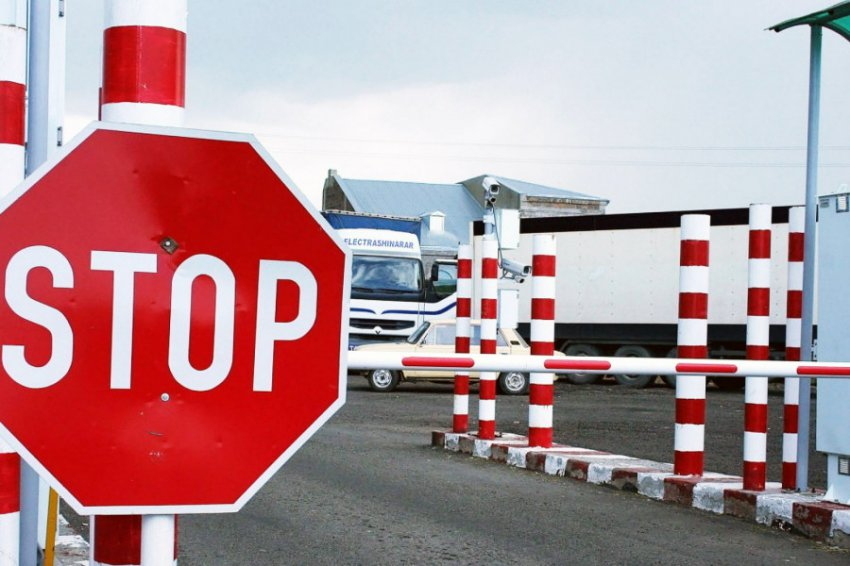 В России предложили ввести налог за выезд из страны