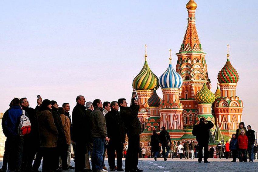 Какие туристы тратят на приобретение товаров в России больше всего денег?
