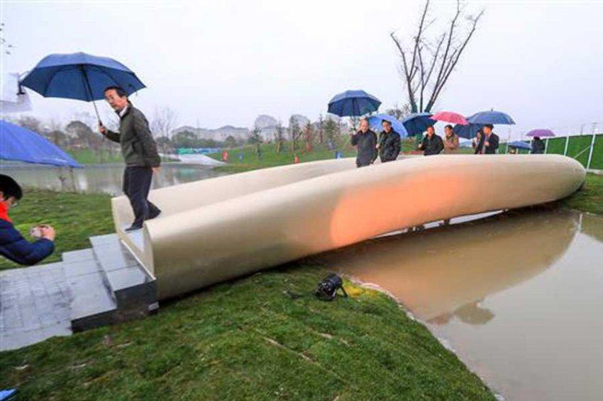 В Шанхае открыли самый длинный 3D-печатный пластиковый мост