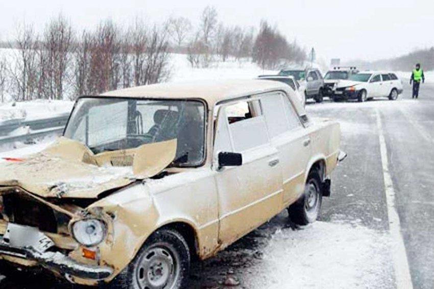 Больше 10 автомобилей столкнулись на трассе на Камчатке