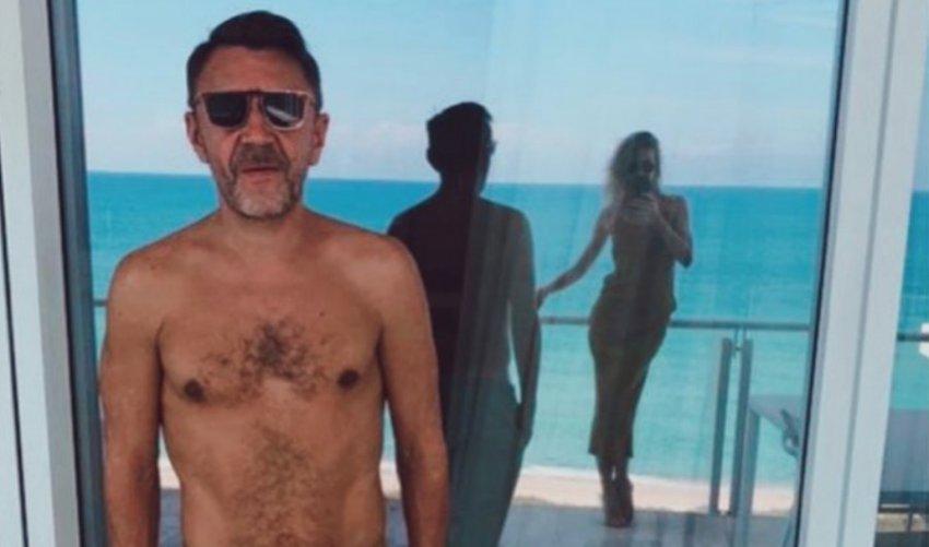 Сергей Шнуров показал совместный отдых с женой