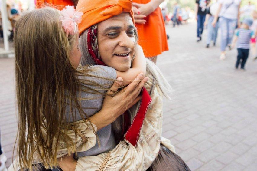 Расслабленный Амстердам «встряхнула» Баба Яга на гироступе