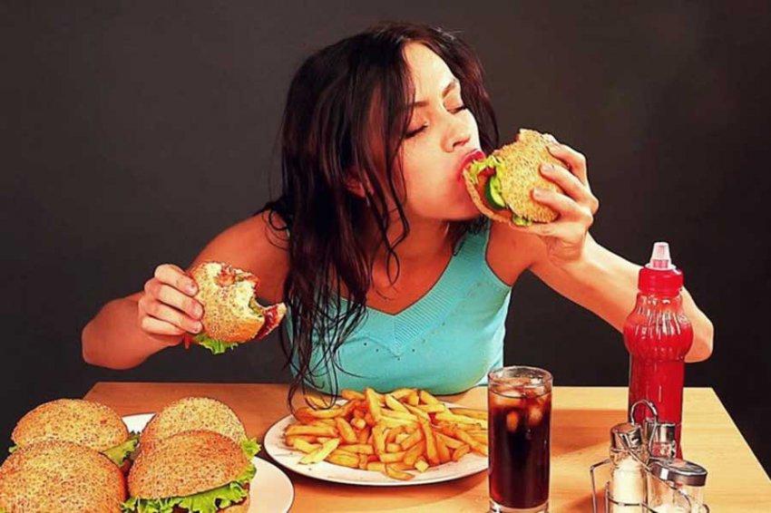 Ученые рассказали, как перебороть желание есть вредную пищу