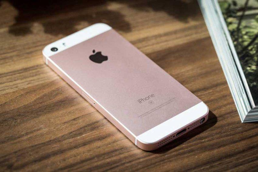 Apple снова продает бюджетный iPhone SE — теперь за 250 долларов
