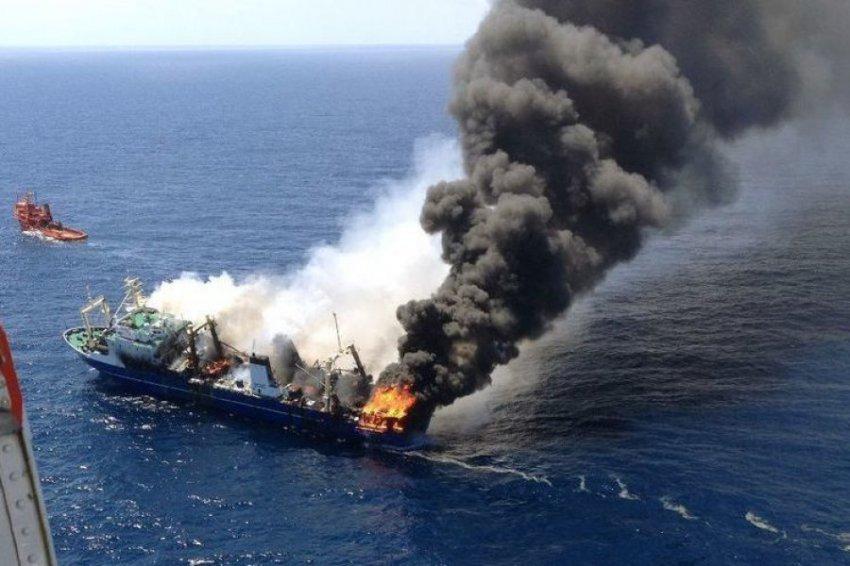 Спасатели уточнили число погибших при пожаре на судах в Чёрном море