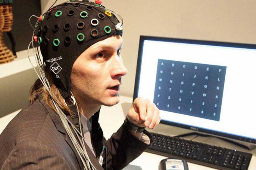 В России тестируют прибор для общения с помощью силы мысли
