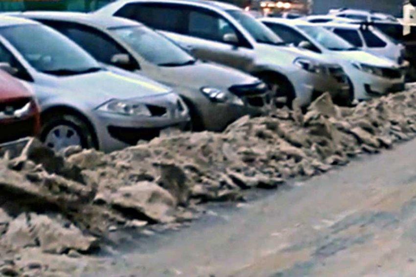 В Уфе десятки автомобилистов попали в западню из-за чистых дорог