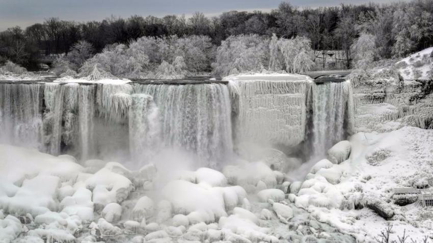 В США из-за аномальных морозов замерз Ниагарский водопад