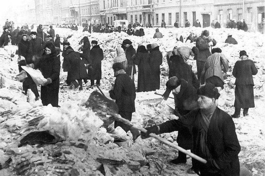 Историк: Сдав Ленинград, советские войска потеряли бы страну