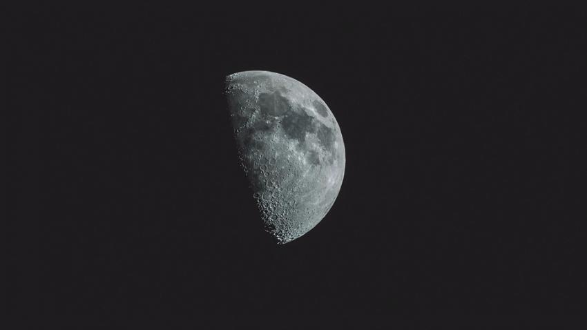 В Луна врезался метеорит: в Сети появилось видео