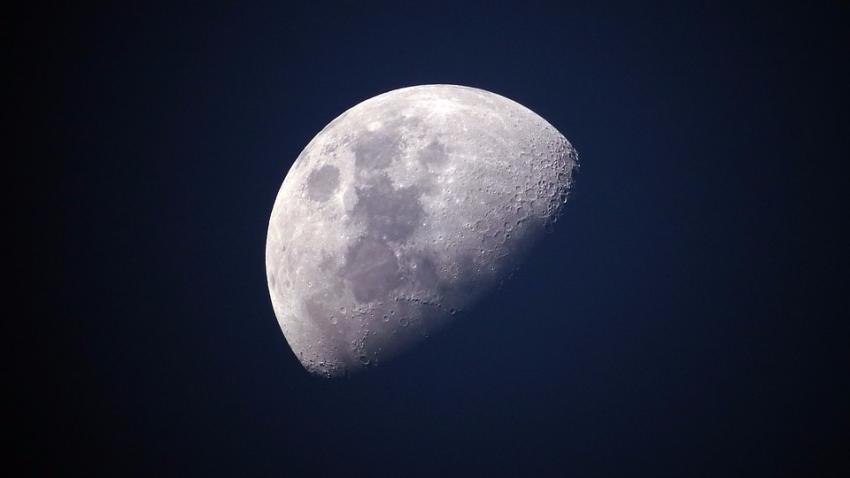 На Луне нашли каменные таблички с иероглифами