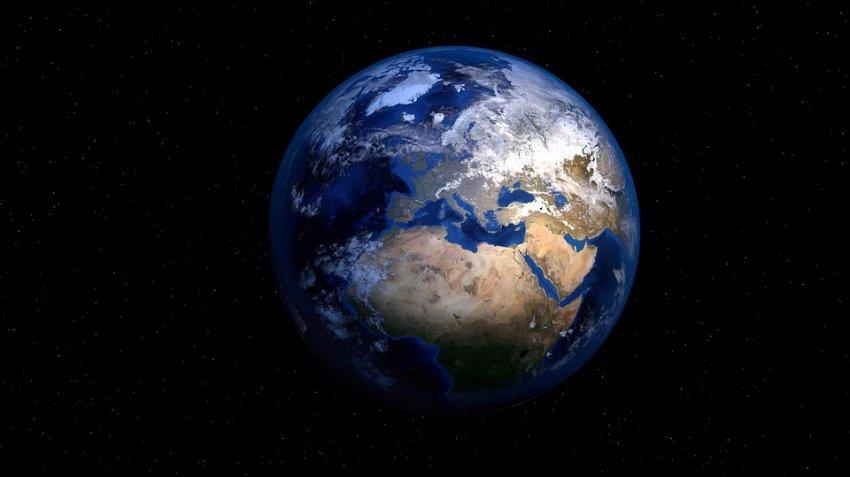 Возле Земли обнаружили неизвестный объект со странной траекторией