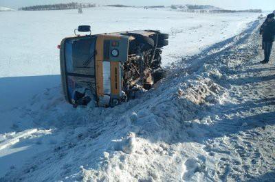 В Башкирии перевернулся школьный автобус с детьми