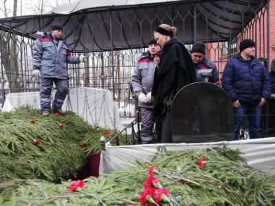 Александр Толмацкий на прощании с сыном впервые увидел своего 14-летнего внука