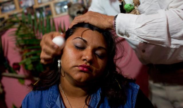 Женщина сильно заболела после встречи с человеком с черными глазами