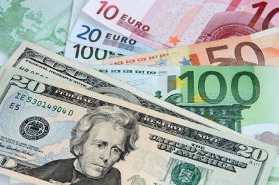 Экономисты рекомендовали запастить долларами и евро