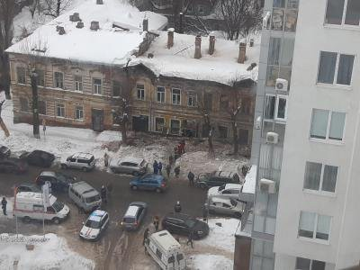 В Саратове второй раз за день из-за снега обрушился дом