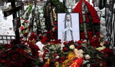 На смерти пропиарились, а на похороны Децла не пришли: соцсети ополчились на звезд