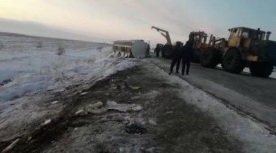 В Казахстане перевернулась цистерна со спиртом