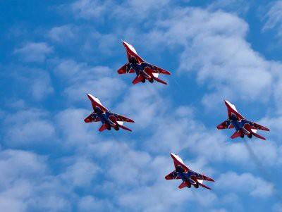 «Русские Витязи» показали новую фигуру высшего пилотажа