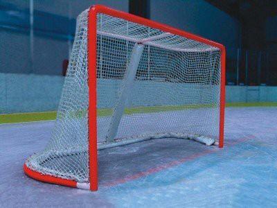 В Астане на юного хоккеиста упали ворота: ребенок впал в кому