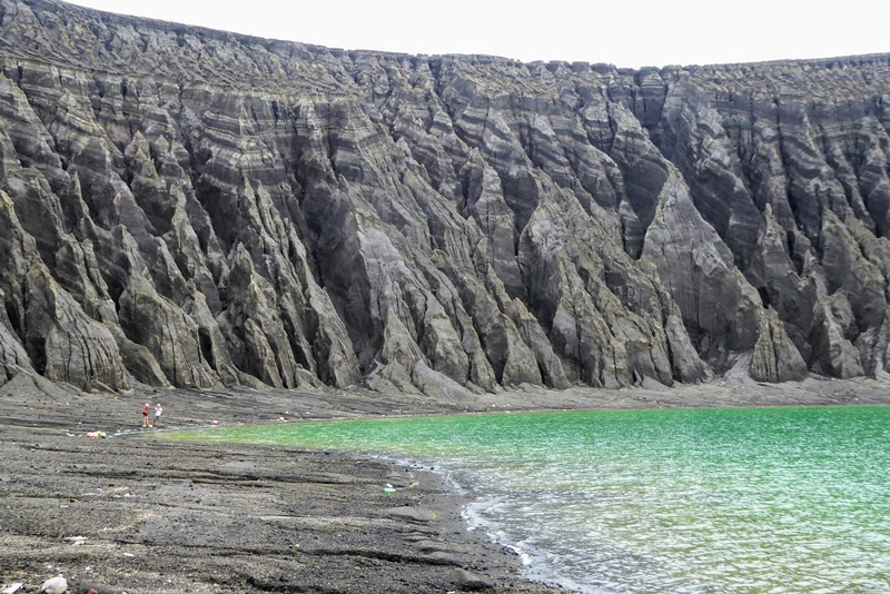 На новом острове ученые обнаружили таинственную грязь