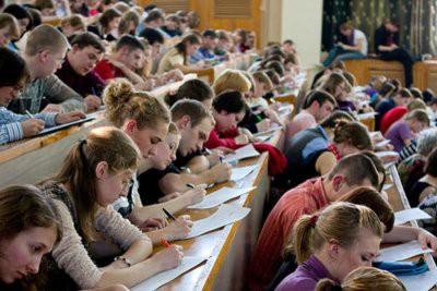 Минюст предлагает обязать родителей содержать детей-студентов