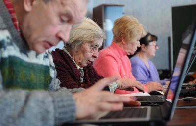 Неработающий пенсионер устроился на работу: что будет с пенсией?