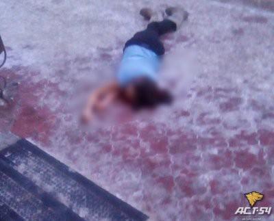 Выпавшая из окна многоэтажки в Новосибирске девушка чуть не убила прохожего: видео
