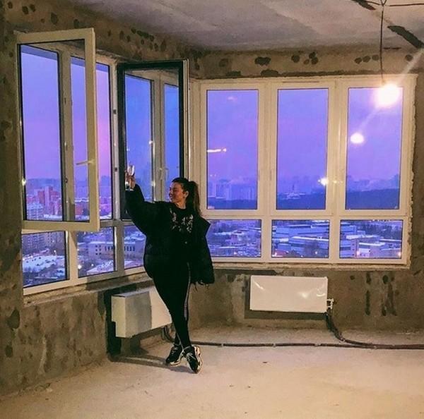 Анна Седокова сдаёт золото в ломбард, чтобы платить ипотеку