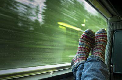 Депутаты предлагают запретить вонючие носки в поездах: кто будет нюхать?