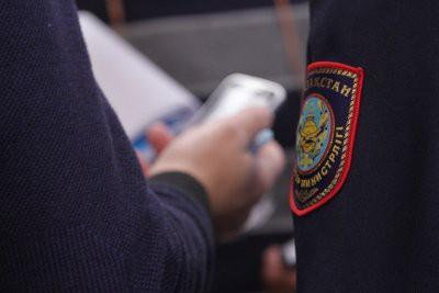 Атырауских полицейских осудили за избиение владельца кафе