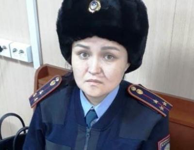 В Алматы на барахолке мошенница в полицейской форме вымогала деньги