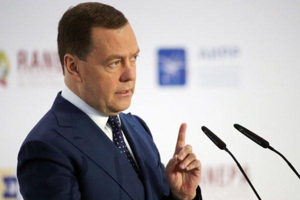 Почему Медведев не уйдет в отставку