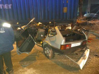 Три человека погибли в ДТП с легковушкой и грузовиком в Новосибирске