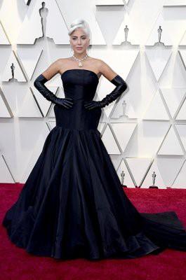 «Оскар-2019»: дизайнерские платья звезд на красной дорожке