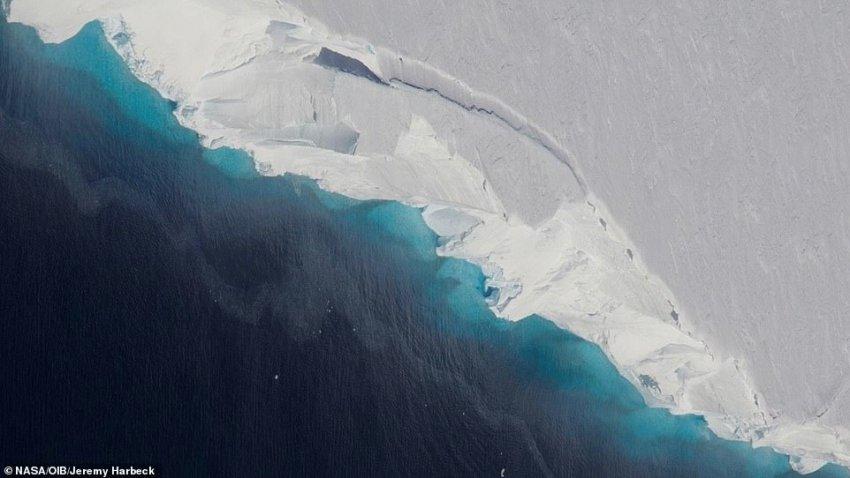 В Антарктиде начал разрушаться самый опасный в мире ледник