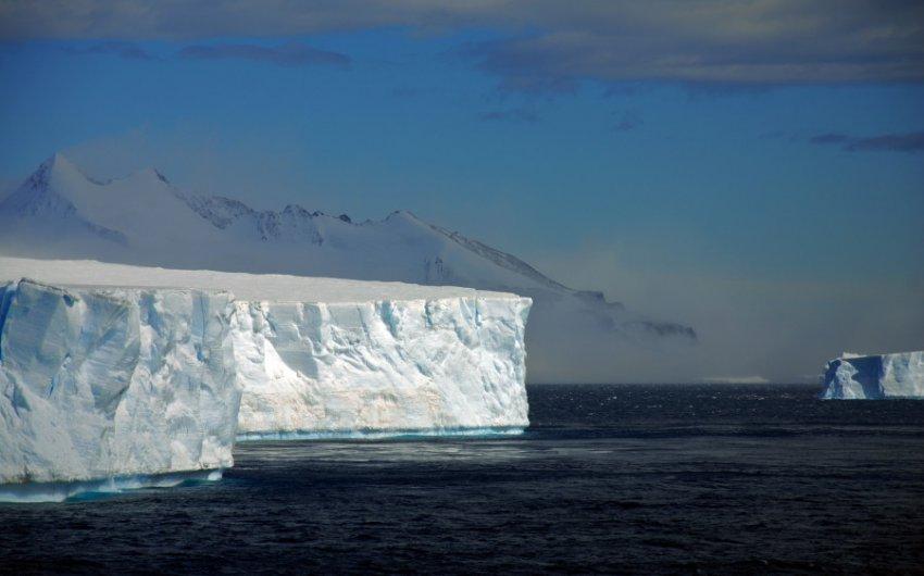 Гигантская пустота, скрытая подо льдом Антарктиды, угрожает огромному леднику