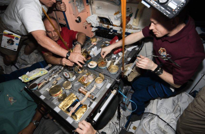 Космонавт из ОАЭ будет питаться уникальным блюдом на МКС