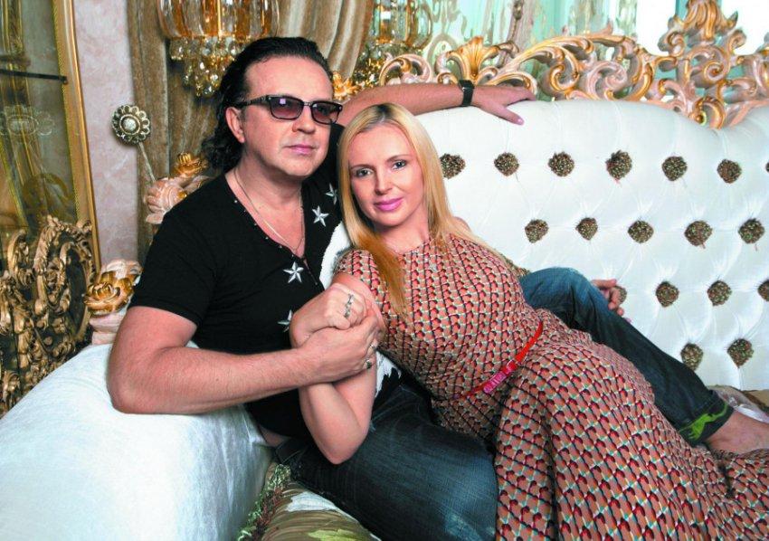 Рома Жуков укатил в Сочи с новой подружкой, бросив жену с шестью детьми без средств к существованию