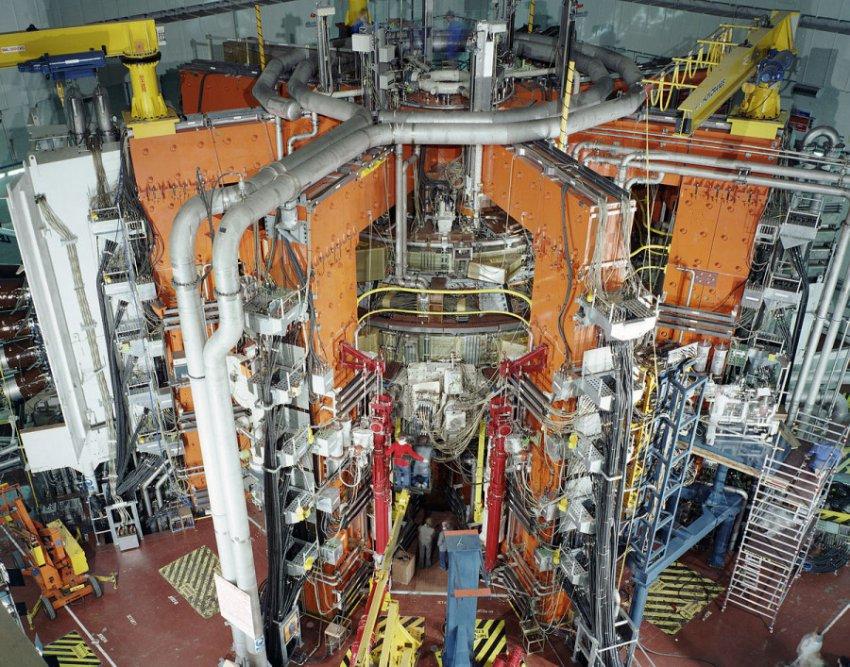 12-летний мальчик из Теннесси в своей игровой комнате построил термоядерный реактор