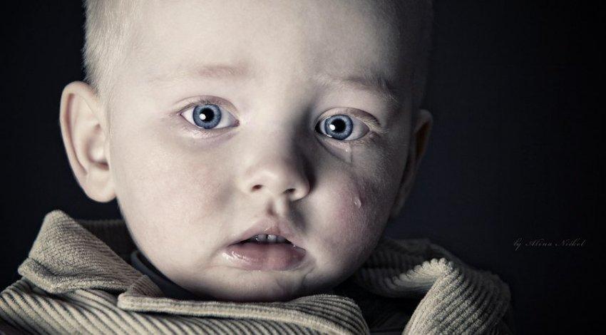 4-летний малыш почти неделю прожил в запертой квартире с умершей бабушкой