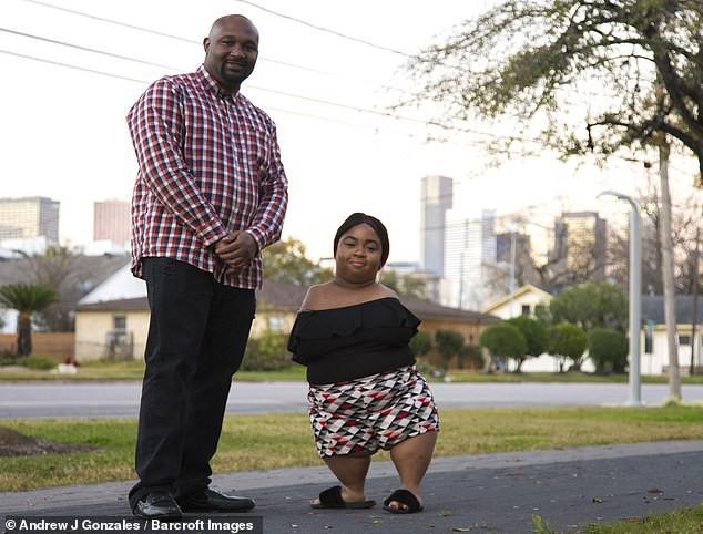 Рожденная без рук и коленей женщина готовится к долгожданной свадьбе