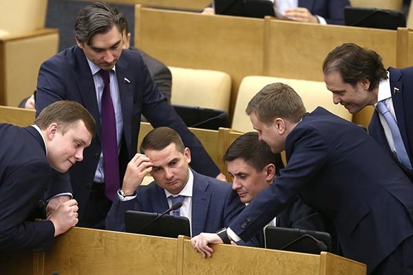Депутатам предложили понизить зарплату до прожиточного минимума